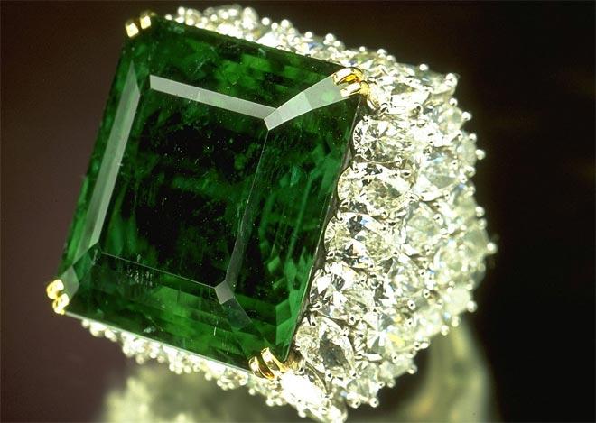 Большой камень кольцо