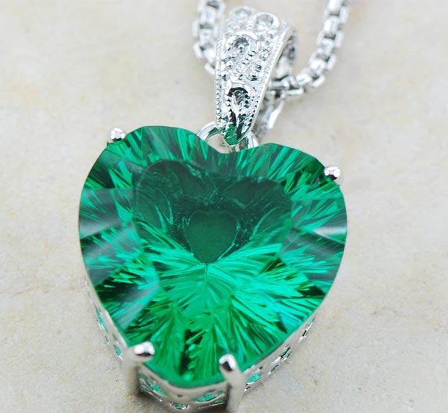 Зелёный кулон