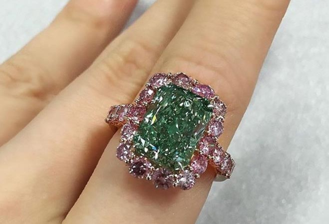 5-каратный зеленый бриллиант Aurora Green