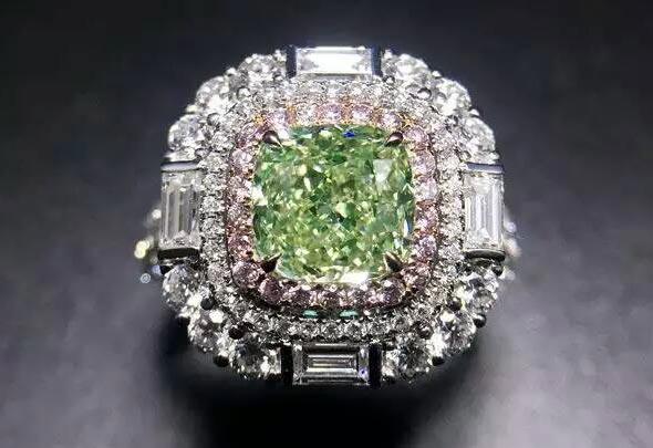 зеленый бриллиант кольцо
