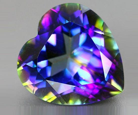 Топаз камень в форме сердца