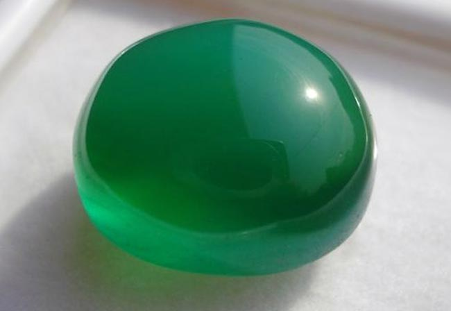 Зелёный агат в форме шара