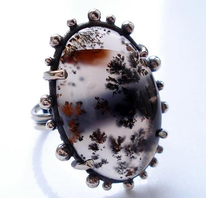 Кольцо в серебряной оправе