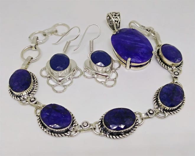 Ожерелье, серьги и подвес