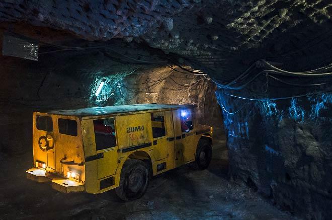 машина в шахте